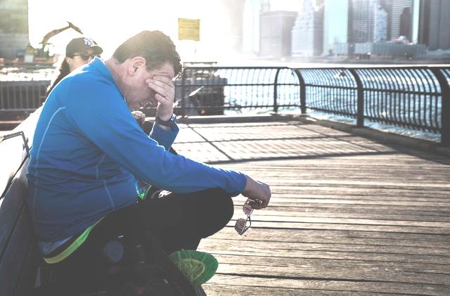 Mann mit Erektionsstörung - muss er erst die Trennung überwinden?