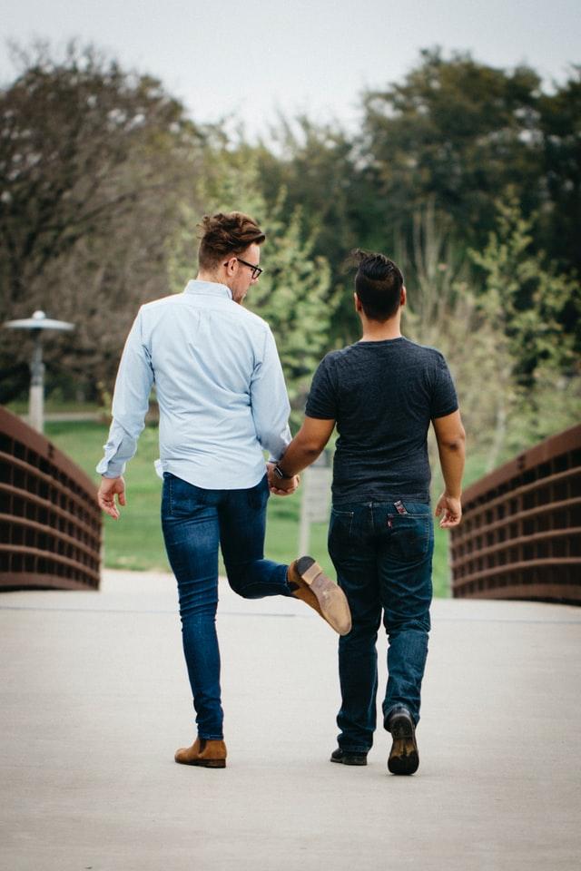 Ist der beste Freund schwul? Jetzt herrscht Funkstille.